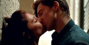 Муза и Сэм целуются 104