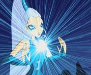 Айси атакует Блум