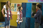 Wizards-of-waverly-place-franken-girl