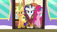 Applejack, Rarity, and Pinkie in the train car door S6E22