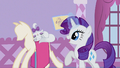 Rarity talking to Opalescence S1E14