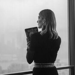 Rosamund Pike with book.jpg