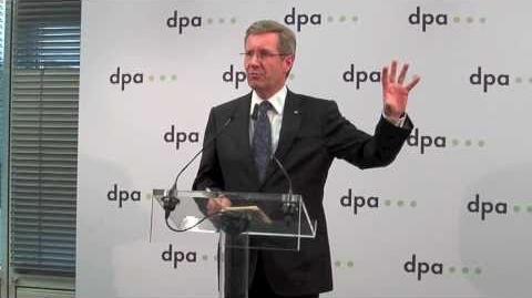 Dpa_-_Eröffnung_des_newsrooms_in_Berlin_mit_Bundespräsident_Wulff