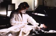 Dana Scully Autopsie Combattre le Futur
