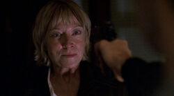 Cassandra Spender Fusil Mulder Toute la vérité 1re partie.jpg