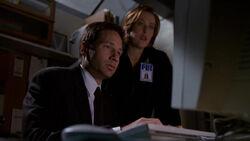 Mulder Scully Bureau Sous-sol Toute la vérité 1re partie.jpg