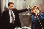 Mulder Scully Téléphone Ascenseur Un Fantôme dans l'ordinateur