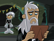 S02M02 old Vlad looking at picture.png