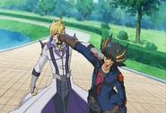 Yusei y Jack peleando