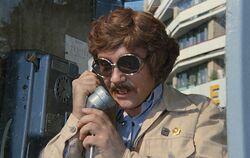 Милославский разговаривает по телефону.jpg