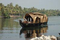 House boat 1.jpg